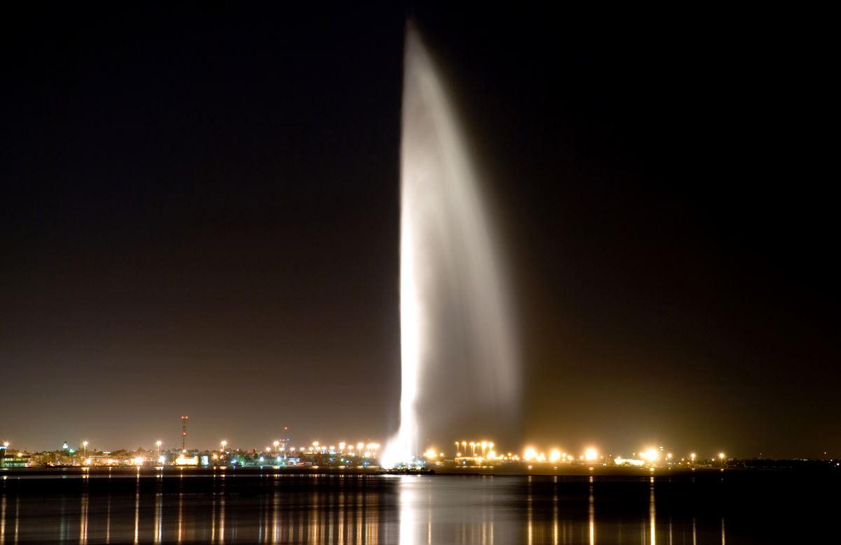 نافورة الملك فهد أهم معالم جدة السياحية وأطول نافورات العالم عالم السفر