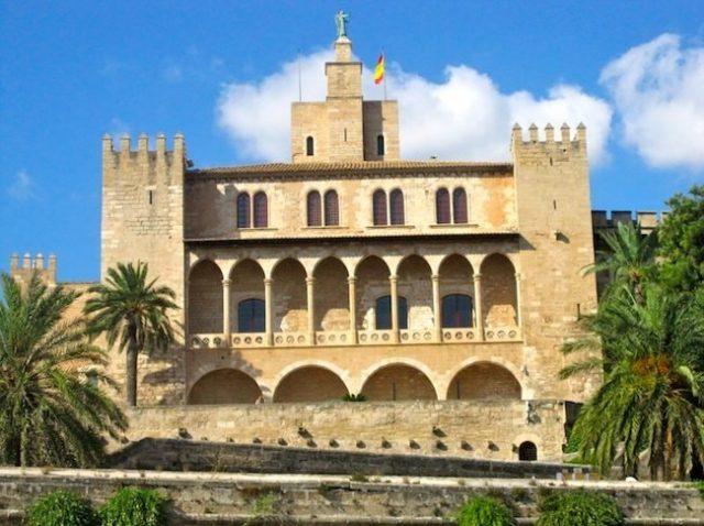 القصر الملكي في Almudaina