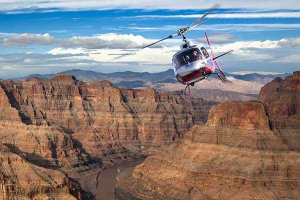 ركوب طائرات الهليكوبتر فوق لاس فيغاس وجراند كانيون