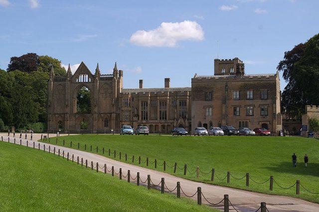 قصر Newstead Abbey